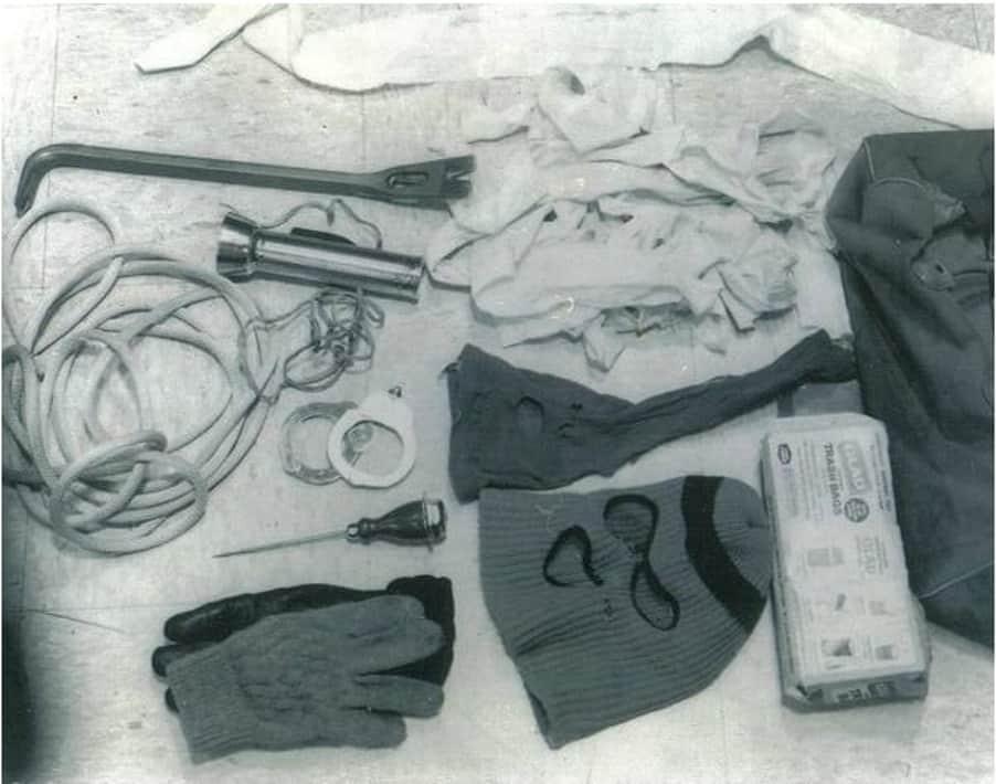 Zawartość bagażnika Ted'a, którą ujrzeli policjanci podczas kontroli drogowej